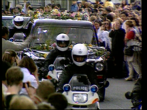 new years honours list; itn lib ext sidney clarke (received the royal victorian medal driving hearse containing diana's coffin towards as covered in... - itv late evening bulletin点の映像素材/bロール