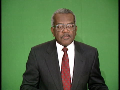 new years honours; new years honours; itn studio: cms trevor mcdonald newscasting) on set zoom in side ditto 5.11.91 - トレバー マクドナルド点の映像素材/bロール