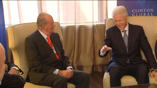 vídeos de stock e filmes b-roll de jesús bartolomé spain's king juan carlos attended the clinton global initiative a forum presided by former united states president bill clinton in... - setembro