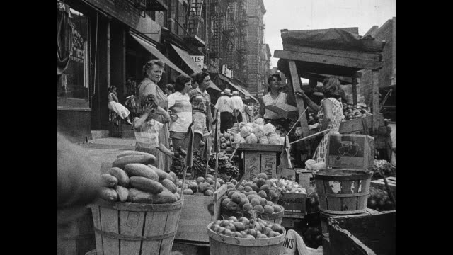 new york city 1930s daytime street market activity - lower east side bildbanksvideor och videomaterial från bakom kulisserna