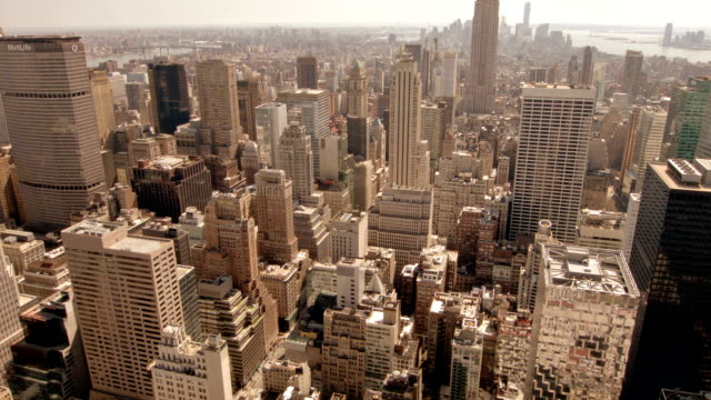 stockvideo's en b-roll-footage met luchtfoto skyline van new york city - metlife building