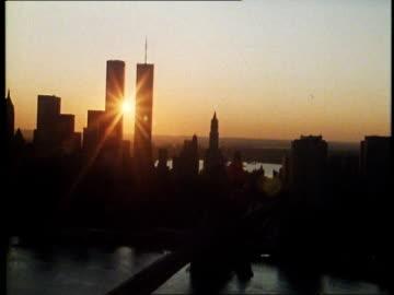 stockvideo's en b-roll-footage met 1982 new york city at dusk - world trade center manhattan
