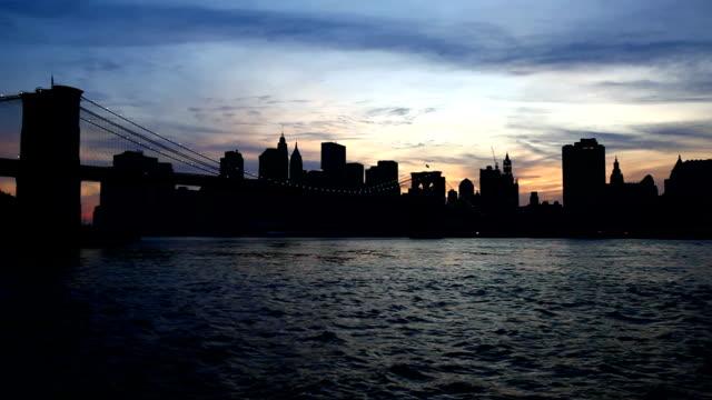 vídeos de stock, filmes e b-roll de a cidade de nova york ao pôr do sol - baixo manhattan