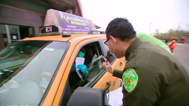 new york city cab drivers helping to deliver essentials to families during the coronavirus crisis - yellow taxi stock videos & royalty-free footage