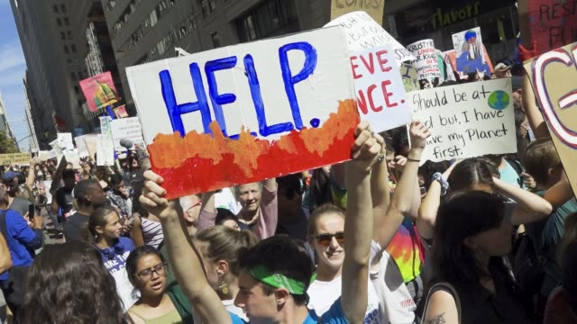 vídeos de stock, filmes e b-roll de new york city climate strike protesting climate change. thousands of participants marched from foley square to battery park in downtown manhattan.... - new age