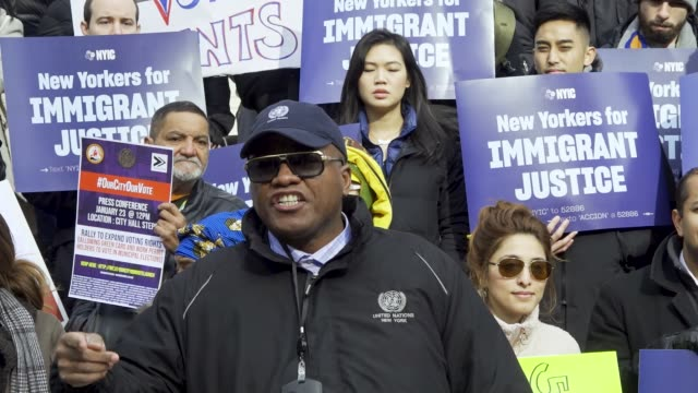 vídeos de stock, filmes e b-roll de new york city council member ydanis rodriguez lawmakers and immigrant rights' advocates rallied on the steps of city hall in the downtown manhattan... - legislação