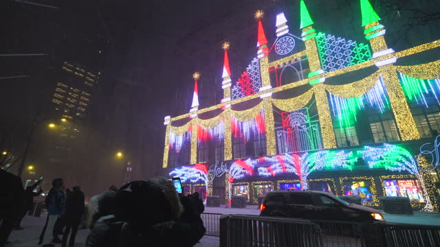 new york city – december 16 2020: first winter snowstorm hits new york city in front of saks fifth avenue, amidst the covid-19 pandemic during the... - weekday stock videos & royalty-free footage