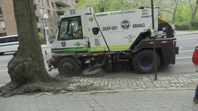 new york city department of sanitation cleans the street of the upper west side manhattan new york city usa - 商業車点の映像素材/bロール