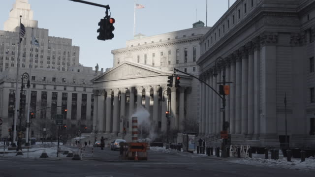 new york city hall, wide shot - rathaus stock-videos und b-roll-filmmaterial