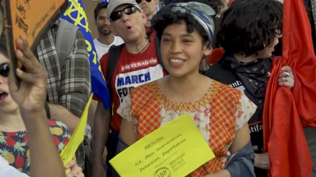 stockvideo's en b-roll-footage met new york city international workers day demonstrators gathered and rallied in washington square park and marched to various neighborhoods in downtown... - gelijkheid