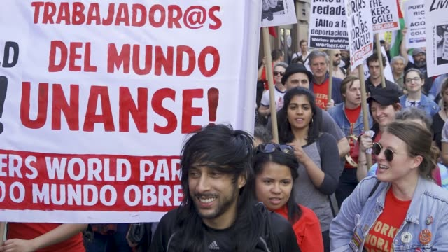 vídeos de stock, filmes e b-roll de new york city international workers day demonstrators marched from 14th street union square to foley square in the civic area in downtown manhattan... - 1 de maio