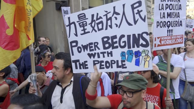 vídeos de stock e filmes b-roll de new york city international workers day demonstrators marched from 14th street union square to foley square in the civic area in downtown manhattan... - 1 de maio