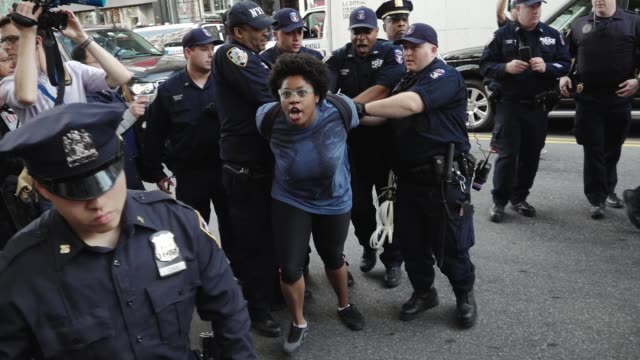 stockvideo's en b-roll-footage met new york city international workers day protestors clash with the new york city police department when the protestors attempted to march without the... - confrontatie