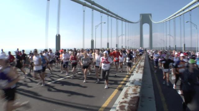 HA WS New York City Marathon participants running across Verrazano-Narrows Bridge / New York, NY, USA