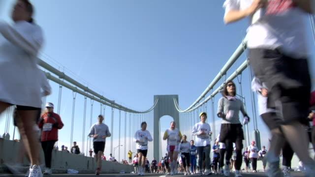 la ms new york city marathon participants running and walking across verrazano-narrows bridge / new york city - marathon stock-videos und b-roll-filmmaterial