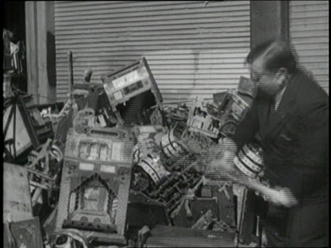 new york city mayor fiorello laguardia destroys slot machines with a sledgehammer and throws them in the river - sledgehammer stock videos & royalty-free footage