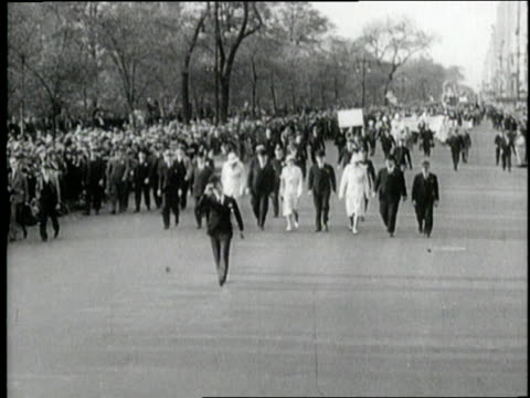 new york city mayor jimmy walker leads the beer parade in new york city new york - 禁酒法点の映像素材/bロール