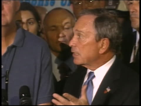 new york city mayor michael bloomberg speaks to the public about the need to repair old infrastructures following the steam pipe explosion in 2007. - アスベスト点の映像素材/bロール