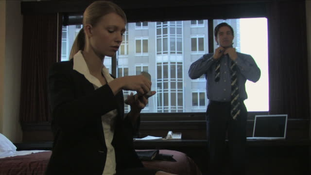 vídeos de stock e filmes b-roll de new york city, new york, usaone business man and one business woman is getting  ready to work - fato completo