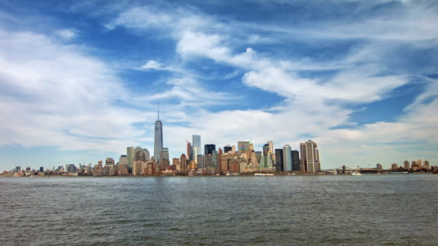 new york city, in una mano - new york stato video stock e b–roll