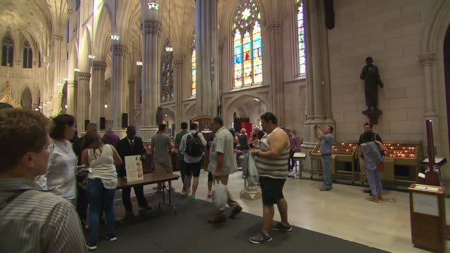 new york city preps for pope francis evening prayer at st patrick's cathedral - パイプオルガン点の映像素材/bロール