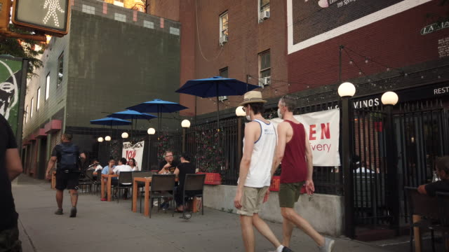 """new york city restaurant """"dos caminos"""" on houston and west broadway outdoor dining during coronavirus pandemic during the new york on pause state... - new york stato video stock e b–roll"""