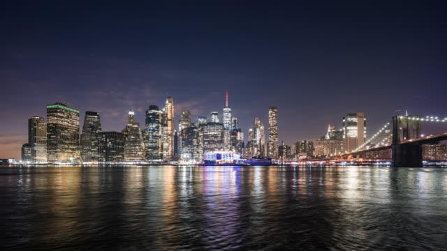 t/l ws ニューヨークシティ の夜のスカイライン / ニューヨークシティ, アメリカ合衆国 - ブルックリン橋点の映像素材/bロール