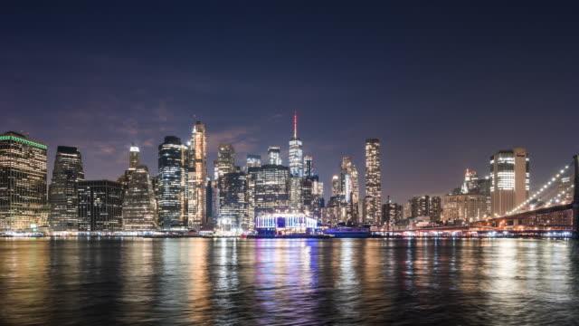 t/l ws zo ニューヨークシティの夜のスカイライン / ニューヨーク市, アメリカ合衆国 - ブルックリン橋点の映像素材/bロール