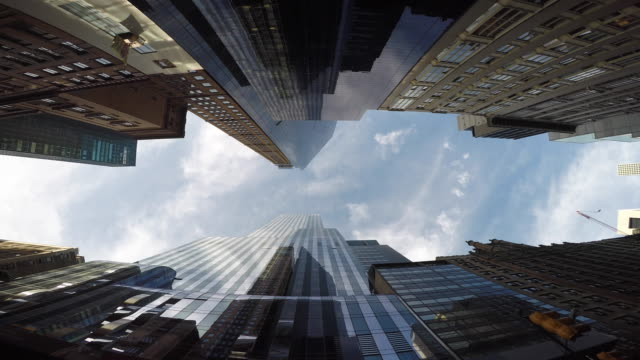 new york city skyline cityscape. vertical view of tall skyscraper tower buildings - 真下からの眺め点の映像素材/bロール