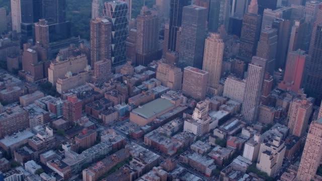 vídeos de stock, filmes e b-roll de horizonte da cidade de nova york  - manhattan