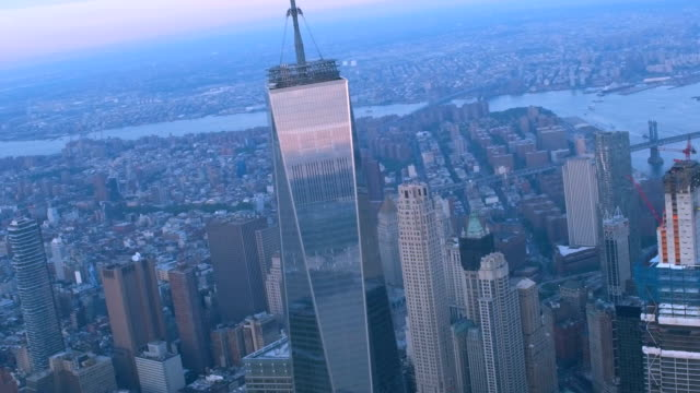 skyline von new york city  - one world trade center stock-videos und b-roll-filmmaterial