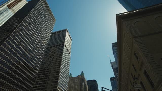 vídeos de stock e filmes b-roll de cidade de nova iorque arranha-céus - vista de baixo para cima