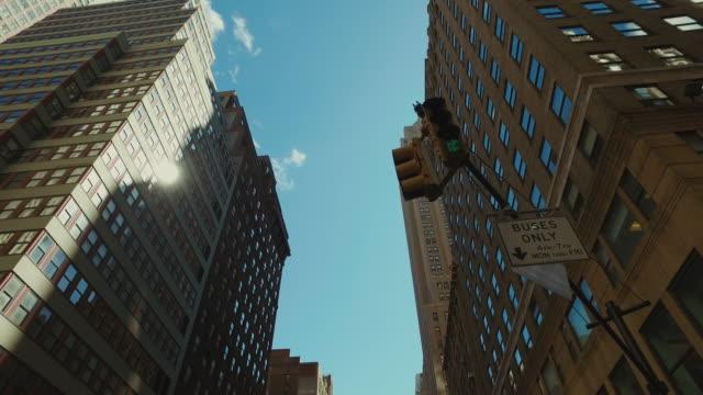 ニューヨーク市高層ビル - 真下からの眺め点の映像素材/bロール