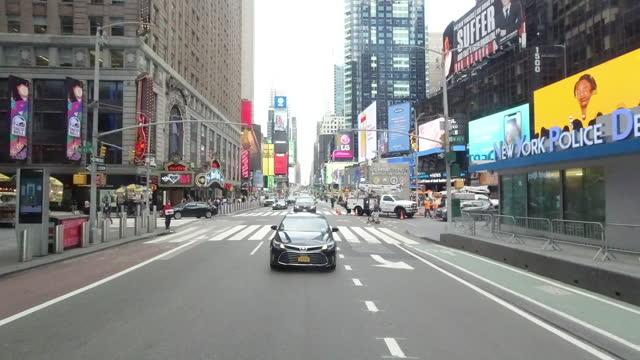 vídeos de stock e filmes b-roll de new york city slowly re-opens - ambiente dramático