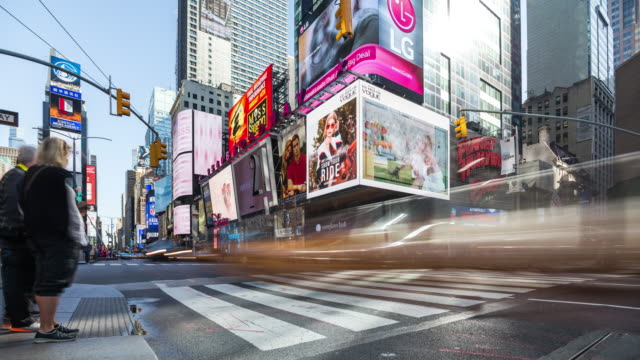 new york city street view timelapse with people at crosswalk. usa, 2017 - times square manhattan bildbanksvideor och videomaterial från bakom kulisserna