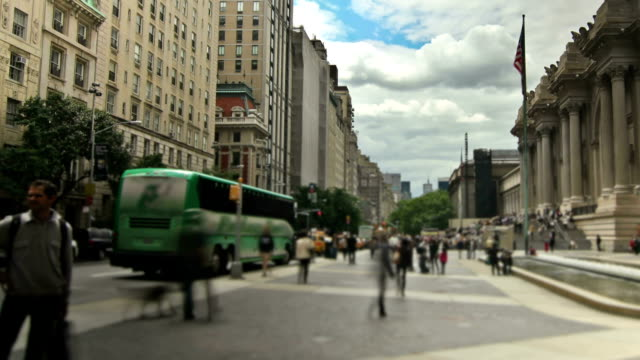 new york city streets pan - metropolitan museum of art new york city stock videos & royalty-free footage