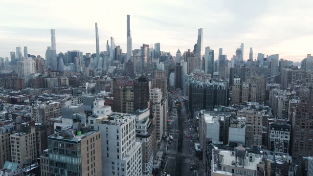 new york city sunset establishing shot - new york stato video stock e b–roll
