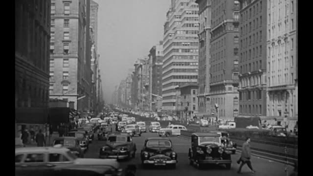 vídeos de stock e filmes b-roll de 1959 new york city traffic scene - 1950 1959