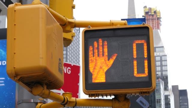 4k: new york city yellow walk sign countdown - walk don't walk signal stock videos and b-roll footage