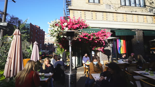 new york city's restaurant set the heater on the street during the pandemic of covid-19 for outdoor dining in autumn and winter cold seasons at lola... - 電気ストーブ点の映像素材/bロール