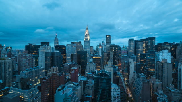 new york cityscape sunrise. - chrysler building stock-videos und b-roll-filmmaterial
