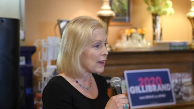 stockvideo's en b-roll-footage met new york democratic senator kirsten gillibrand answers a question about the possibility of impeaching united states attorney general william barr... - procureur generaal