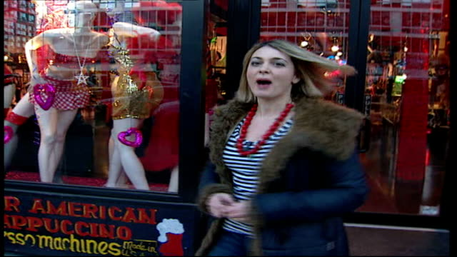 vidéos et rushes de new york fashion week: interview with stylist patricia field; shop front with sign 'favorita, patricia field' sylvester along to shop low angle shot... - tutu