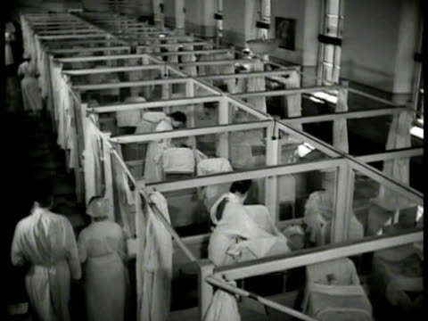 vidéos et rushes de new york founding hospital int ha ws nurses in nursery feeding babies ms nurses w/ milk bottles bottle feeding babies cubicles orphans nyc - orphelin