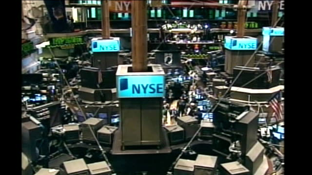 vidéos et rushes de new york govenor may resign over sex scandal; wall street: int high angle view of new york stock exchange times square: ext adverts and people along... - bourse de new york