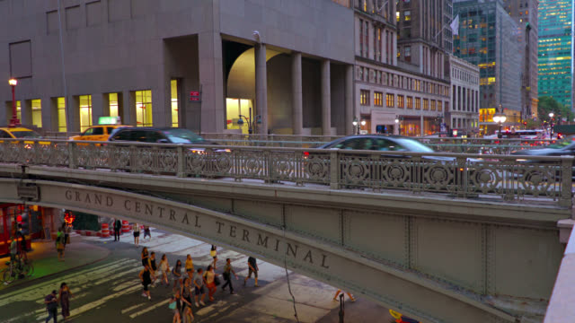 stockvideo's en b-roll-footage met new york. grand central terminal, park ave - getal 2