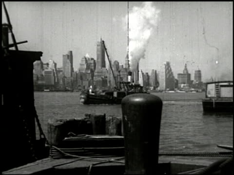 stockvideo's en b-roll-footage met new york harbors - world's busiest port - 1 of 14 - 1946