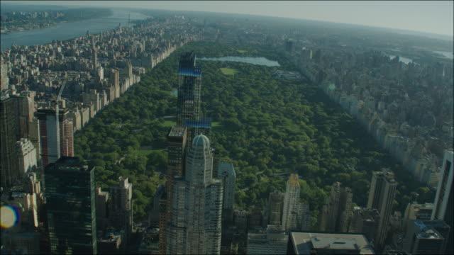 new york manhattan 4k aerial over central park day - central park manhattan video stock e b–roll