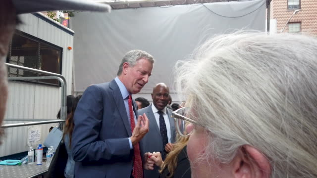 new york mayor and presidential candidate joins people as they gather in front of the stonewall inn to listen to speakers and performers at an... - soziale gerechtigkeit stock-videos und b-roll-filmmaterial