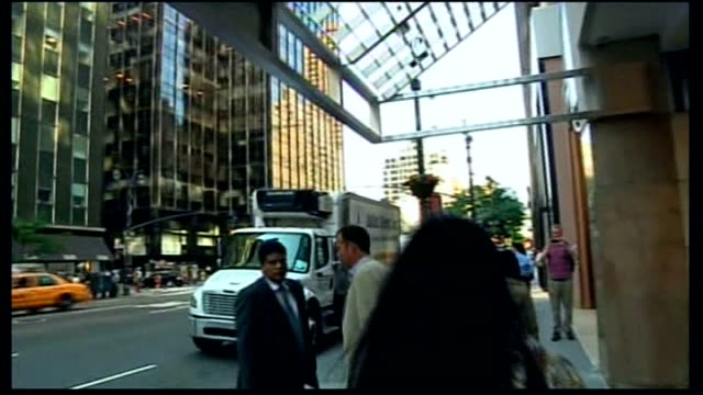 stockvideo's en b-roll-footage met new york new york city united nations building pan down windows of un building un flag flying reporter to camera chrysler building and other... - street name sign